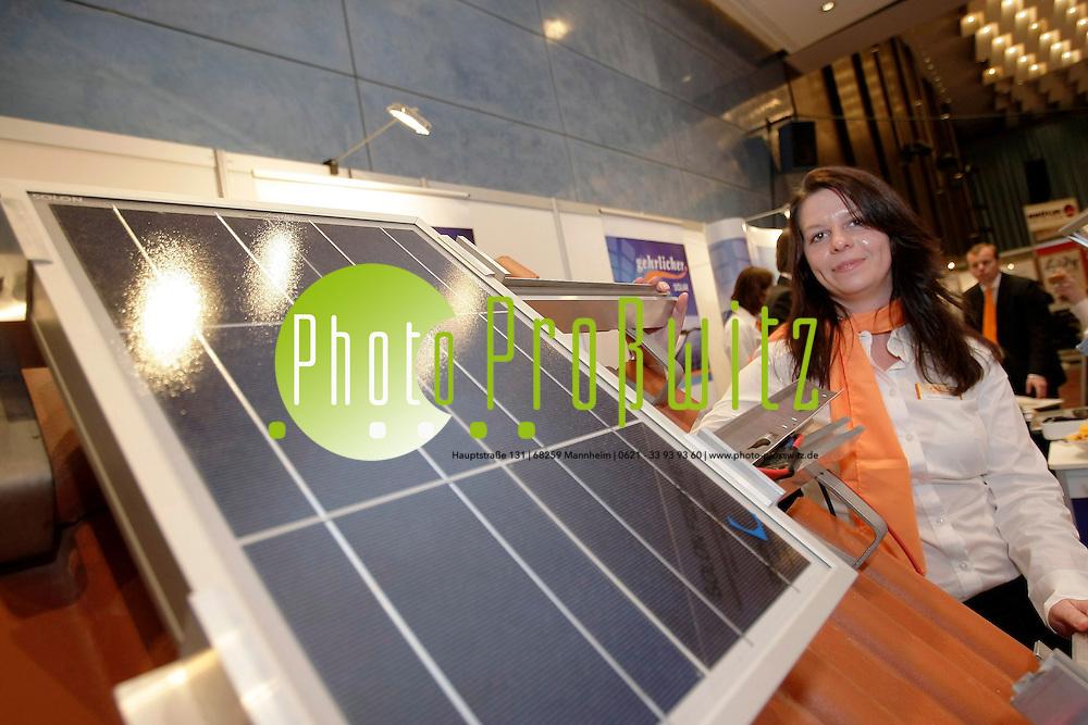 Ludwigshafen. Pfalzbau. Umweltmesse. Er&ouml;ffnung mit der Pf&auml;lzischen Umweltministerin Margit Conrad. Der Trend geht zur Energiesparenden LED Beleuchtung f&uuml;r jede Gelegenheit.<br /> <br /> <br /> Bild: Markus Pro&szlig;witz / masterpress / images4.de<br /> <br /> ++++ Archivbilder und weitere Motive finden Sie auch in unserem OnlineArchiv. www.masterpress.org oder &uuml;ber das Metropolregion Rhein-Neckar Bildportal images4.de ++++