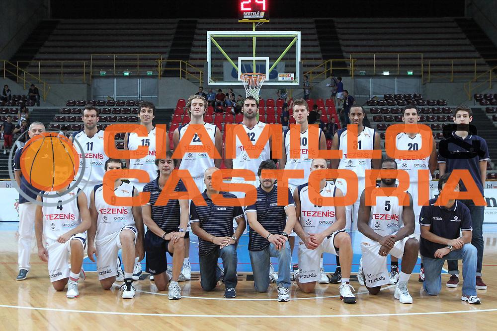 DESCRIZIONE : Verona Lega Basket A2 2011-12 Tezenis Verona Umana Venezia<br /> GIOCATORE : Team Tezenis Verona <br /> SQUADRA : Tezenis Verona Umana Venezia <br /> EVENTO : Coppa Italia Lega A2 Ottavi di Finale 2011-2012<br /> GARA : Tezenis Verona Umana Venezia <br /> DATA : 22/09/2011<br /> CATEGORIA : Before<br /> SPORT : Pallacanestro <br /> AUTORE : Agenzia Ciamillo-Castoria/G.Contessa<br /> Galleria : Lega Basket A2 2011-2012 <br /> Fotonotizia : Verona Lega A2 2011-12 Tezenis Verona Umana Venezia<br /> Predefinita :