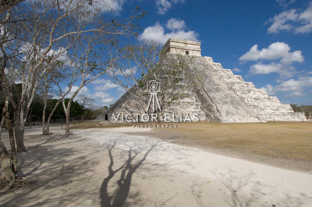 El Castillo temple in Chichen Itza. Yucatan, Mexico.