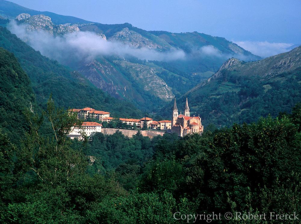 SPAIN, NORTH, ASTURIAS Covadonga Basilica and shrine
