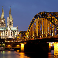 DEUTSCHLAND : Der Koelner Dom mit Hohenzollernbruecke und Rhein in Koeln / Bruecken .   GERMANY : Cologne Cathedral , Hohenzollern Bridge and Rhine river / Bridges.   07.01.2008.    Copyright by : Rainer UNKEL , Tel.: (0)228/477211, Fax: (0)228/477212