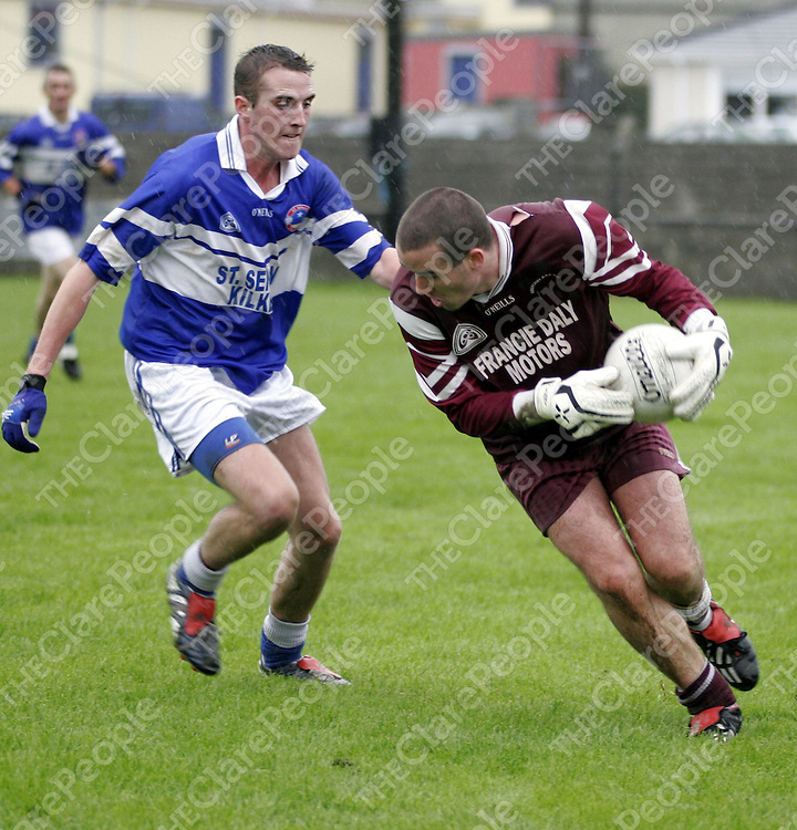 Kilkee's Jimmy Larkin wasn't making it easy for Lissycasey's Tadgh Kelly in Kilmihil on Saturday evening.<br /> <br /> Photograph by Yvonne Vaughan.