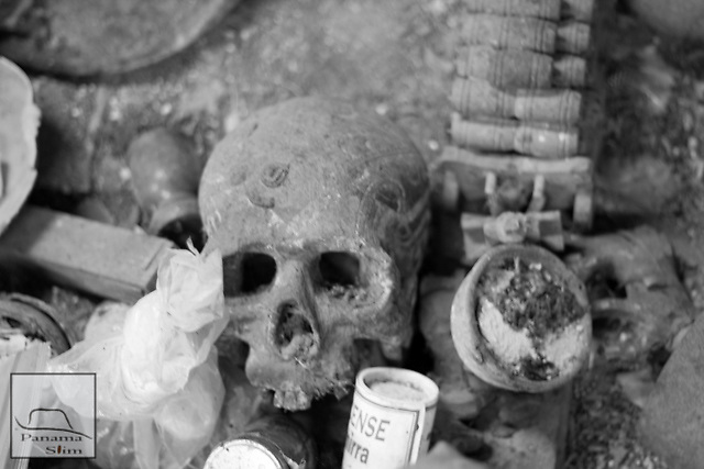 Photo set of the Palo House/Munanso Vititi Congo Tronco Ceiba. The photo set was taken June 16, 2012. Special Thanks to the Tata for allowing these captures.
