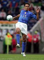 Fotball<br /> Euro 2004<br /> 18.06.2004<br /> Sverige v Italia 1-1<br /> Foto: Omega/SBI/Digitalsport<br /> NORWAY ONLY<br /> <br /> ALESSANDRO NESTA