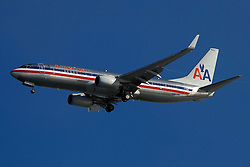 Boeing 737-823 (N907NN) operated by American Airlines on approach to San Francisco International Airport (SFO), San Francisco, California, United States of America
