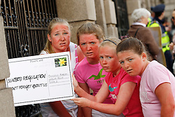 Repro Free: 26/06/2013<br /> Aisling Mellet (12) from Rathfarnham, Elaine Crossan (12) from Rathfarnham, Libby Simmons (10) from Mount Merrion and and Th&eacute;r&egrave;se Reilly (11) from Leopardstown are pictured delivering a postcard to Oireachtas members reminding them of the Government&rsquo;s promise to publish legislation to protect young people from using cancer-causing sunbeds. The Irish Cancer Society launched a national campaign calling on Government to publish the long-awaited legislation to regulate sunbed use so that children and young people are protected from the risk of developing skin cancer. There is currently no regulation of sunbeds in Ireland, meaning that children under 18 and those with very fair skin can use sunbeds without proper warning or supervision. Picture Andres Poveda
