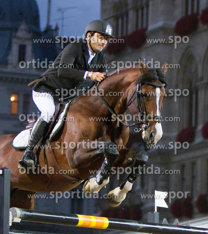 22.09.2012, Rathausplatz, Wien, AUT, Global Champions Tour, Vienna Masters, Grosser Preis von Wien, im Bild Piergiorgio Bucci (ITA) auf Acorado 3 della Caccia// during Vienna Masters of Global Champions Tour, Grand Prix of Vienna at the Rathausplatz, Vienna, Austria on 2012/09/22. EXPA Pictures © 2012, PhotoCredit: EXPA/ Sebastian Pucher