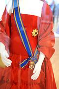 Beatrix opent tentoonstelling M&aacute;xima, 10 jaar in Nederland.//<br /> Queen Beatrix opens the exibition Maxima 10 years in the Netherlands<br /> <br /> Op de foto:<br /> <br />  Een Galajurk van Maxima , ontwerper Valentino // A Gala Maxima dress, designer Valentino