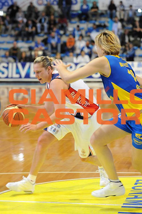 DESCRIZIONE : Faenza Lega A1 Femminile 2008-09 Coppa Italia Semifinale Cras Basket Taranto Lavezzini Parma <br /> GIOCATORE : Suzy Batkovic<br /> SQUADRA : Cras Basket Taranto<br /> EVENTO : Campionato Lega A1 Femminile 2008-2009 <br /> GARA : Cras Basket Taranto Lavezzini Parma<br /> DATA : 07/03/2009 <br /> CATEGORIA : palleggio<br /> SPORT : Pallacanestro <br /> AUTORE : Agenzia Ciamillo-Castoria/M.Marchi
