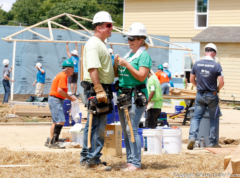 """Singers GARTH BROOKS and TRISHA YEARWOOD work on a Habitat for Humanity house in Memphis on Tuesday. They were helping, Former President JIMMY CARTER build homes for the needy in Memphis during the for the 33rd annual Jimmy & Rosalynn Carter Work Project. They're building 19 homes for Habitat for Humanity of Greater Memphis. The Former President Jimmy Carter said Monday that he put on """"a false, optimistic face"""" and that """"I just thought I had a few weeks to live.""""  He announced on Aug. 14, 2015, that he'd had a mass removed from his liver and that he'd been diagnosed with cancer which emerged that melanoma spots had reached his brain. He was onsite with hundreds of volunteers building new homes and a new neighborhood in needy North Memphis."""