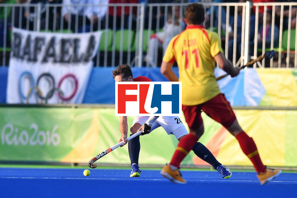 Great Britain's Iain Lewers (L) and Spain's Roc Oliva vie during the mens's field hockey Britain vs Spain match of the Rio 2016 Olympics Games at the Olympic Hockey Centre in Rio de Janeiro on August, 12 2016. / AFP / MANAN VATSYAYANA        (Photo credit should read MANAN VATSYAYANA/AFP/Getty Images)