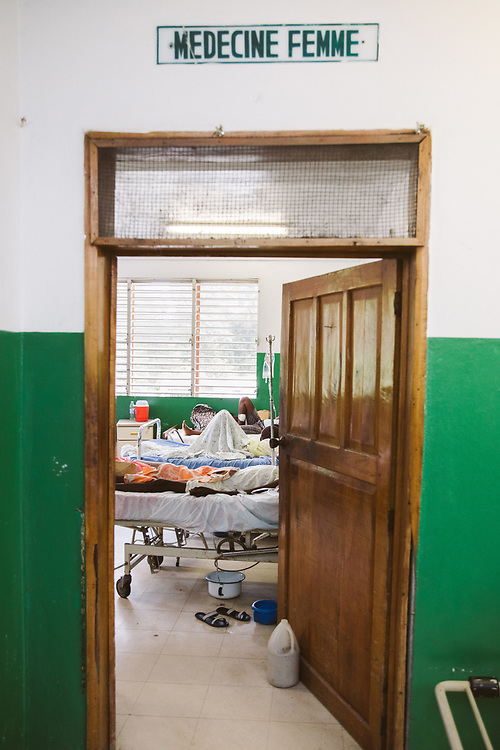 INDIVIDUAL(S) PHOTOGRAPHED: N/A. LOCATION: Sacré-Cœur Hospital, Milot Commune, Cap-Haïtien, Haïti. CAPTION: A view of a room in the Women's General Medicine Department at the Sacré-Coeur Hospital in Milot.