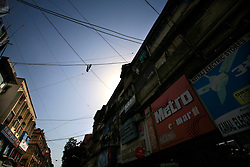 INDIA MUMBAI 28MAY10 - Erratic electricity wiring in Mumbai's busy Crawford Market, Mumbai, India...jre/Photo by Jiri Rezac..© Jiri Rezac 2010