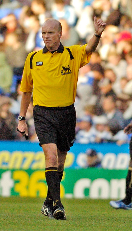 Photo: Leigh Quinnell.<br /> Reading v Portsmouth. The Barclays Premiership. 17/03/2007. Referee Steve Bennett.