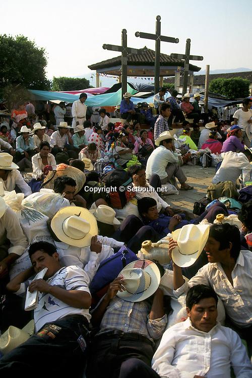 = negociation for peace in Larainzar indian village  Chiapas  Mexico /// négociation pour la paix  village de Larainzar  Chiapas  Mexique +