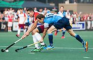 AMSTELVEEN   - Jonas de Geus (Almere)  met Gijs Buissant.  1e wedstrijd Hurley-Almere (2-2), Hurley wint so.  play offs/ Play outs.   COPYRIGHT  KOEN SUYK