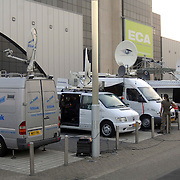 NLD/Aalsmeer/20070601 - Uitzending van de BNN grote  Donorschow, sattelietwagens staan buiten klaar voor de live uitzending