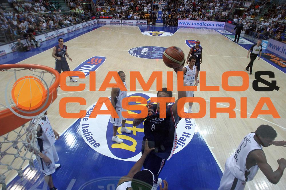 DESCRIZIONE : Bologna Lega A1 2005-06 Play Off Quarti Finale Gara 1 Climamio Fortitudo Bologna Angelico Biella <br /> GIOCATORE : Williams <br /> SQUADRA : Angelico Biella <br /> EVENTO : Campionato Lega A1 2005-2006 Play Off Quarti Finale Gara 1 <br /> GARA : Climamio Fortitudo Bologna Angelico Biella <br /> DATA : 18/05/2006 <br /> CATEGORIA : Special <br /> SPORT : Pallacanestro <br /> AUTORE : Agenzia Ciamillo-Castoria/E.Pozzo <br /> Galleria : Lega Basket A1 2005-2006 <br /> Fotonotizia : Bologna Campionato Italiano Lega A1 2005-2006 Play Off Quarti Finale Gara 1 Climamio Fortitudo Bologna Angelico Biella <br /> Predefinita :
