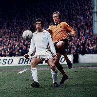 Joe Jordan (Leeds United) Derek Parkin (Wolverhampton Wanderers) FA Cup Semi Final 7/4/73. Credit: Colorsport.