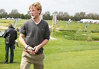 AMSTELVEEN - GOLF - Robert Tigges. Par 3 wedstrijd tussen vier voetballers en vier hockeyers, tijdens de Amsterdam Golf Show op de golfbaan van Amsteldijk. Organisator Arthur Beerendonk. De hockeyers zijn Valentin Verga, Billy Bakker, Mirco Pruijser , Robert Tigges en  voetballers John Bosman, Barry van Galen, Mickey Van der Hart (Ajax) en Joël Veltman (Ajax). FOTO KOEN SUYK