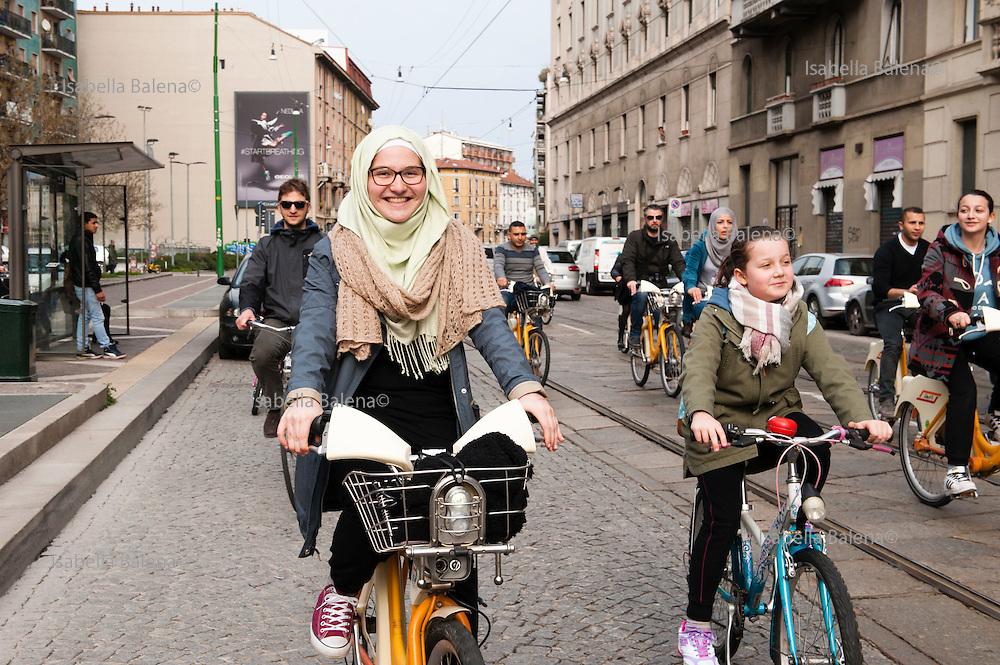 Biciclettata organizzata da Associazione Aisha, donne mussulmane, via Palmanova-Corso Venezia, Milano