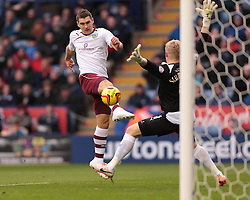Burnley's Sam Vokes shoots wide - Photo mandatory by-line: Nigel Pitts-Drake/JMP - Tel: Mobile: 07966 386802 14/12/2013 - SPORT - Football - Leicester - King Power Stadium - Leicester City v Burnley - Sky Bet Championship