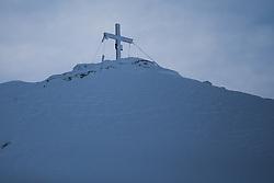 TEMENBILD - Mölltaler Gletscher ist der Name für ein Skigebiet in Österreich, Kärnten, in der Nähe von Flattach. Das Skigebiet ist im Besitz der Schultz Gruppe. Das Skigebiet dient in den Sommer und Herbstmonaten als T Trainingstätte für den Internationalen Ski Zirkus. Aufgenommen am 17.10.2012. Hier im Bild Gipfelkreuz am Schareck (3.122m) // THEME IMAGE FEATURE - Moelltal Glacier is the name of a ski resort in Austria, Carinthia, near Flattach. The resort is owned by the Schultz group. The ski area is in the summer and autumn months as T training venue for the International Ski Circus. The image was taken on october, 17th, 2012. Picture shows the summit cross on Schareck (3.122m). EXPA Pictures © 2012, PhotoCredit: EXPA/ J. Groder