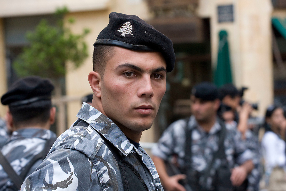 A Lebanese policeman standing guard outside the parliament as legislators decide to postpone the presidential elections until November 30.