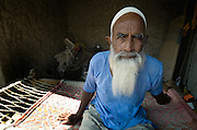 Elderly muslim man in a Rajasthani village (Thar desert, India)