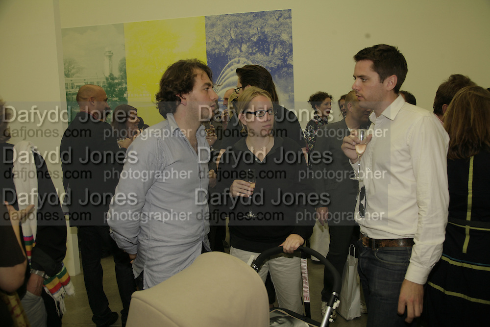 Jonathan Viner and Sophie von Hellemann, Johnnie Shand Kydd:  book launch party celebrate the publication of Crash.White Cube. Hoxton sq. London. 18 September 2006. ONE TIME USE ONLY - DO NOT ARCHIVE  © Copyright Photograph by Dafydd Jones 66 Stockwell Park Rd. London SW9 0DA Tel 020 7733 0108 www.dafjones.com