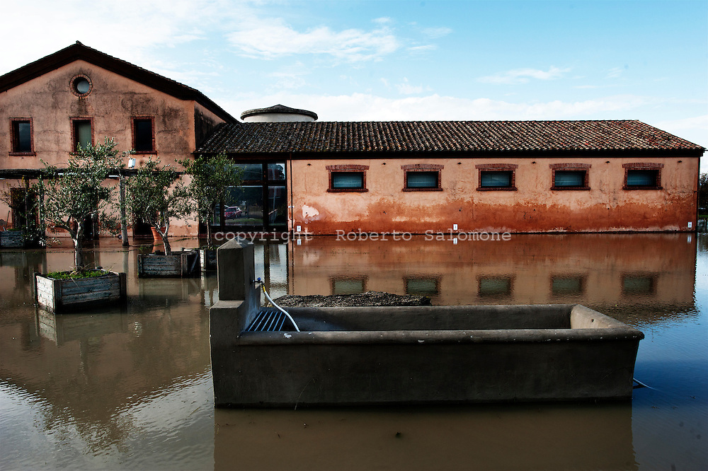 ITALY, Gromola : A building that was hit by a flood is seen in Gromola on November 11, 2010. The flloding caused severe damages to the agricolture and buildings in the towns of gromola, Capaccio and Capaccio Scalo. AFP PHOTO / ROBERTO SALOMONE