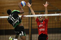 20161029 NED: Eredivisie, Vallei Volleybal Prins - Advisie SSS: Ede<br />Raygid Isenia of Advisie SSS, Mario Wijsman of Vallei Volleybal Prins <br />©2016-FotoHoogendoorn.nl / Pim Waslander