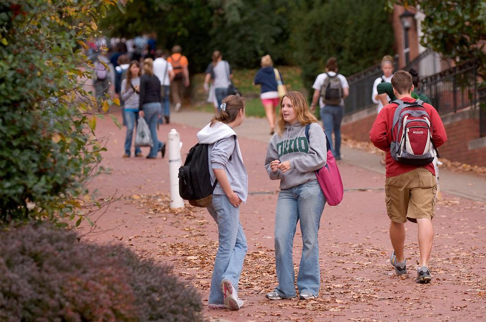 17896Campus fall/students...Jennifer England(ohio) / Karie Spaetzel