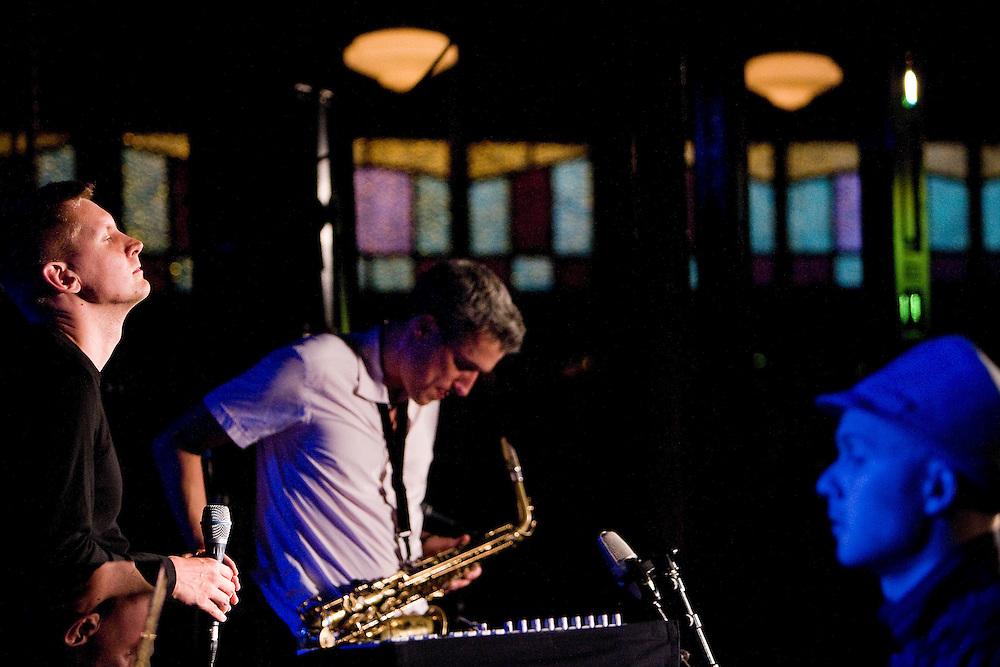 Nederland. Rotterdam, 14 juli 2007.<br /> JazzIndeed with Michael Schiefel (zang), Jan von KLewitz(saxofoon) en Carsten Daerr (piano-rechts in beeld)<br /> Foto Martijn Beekman <br /> NIET VOOR TROUW, AD, TELEGRAAF, NRC EN HET PAROOL
