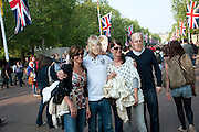 The Royal Wedding of Prince William and  Catherine Middleton. Scenes around Buckingham Palace and the Mall.   London. 29 April 2011. , -DO NOT ARCHIVE-© Copyright Photograph by Dafydd Jones. 248 Clapham Rd. London SW9 0PZ. Tel 0207 820 0771. www.dafjones.com.