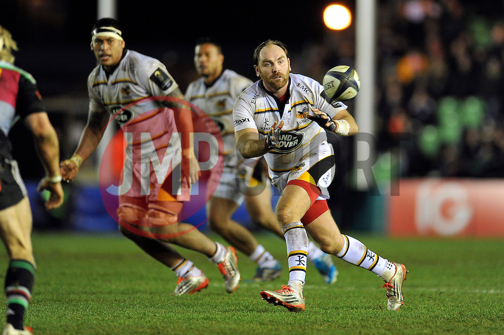 Andy Goode of Wasps receives the ball - Photo mandatory by-line: Patrick Khachfe/JMP - Mobile: 07966 386802 17/01/2015 - SPORT - RUGBY UNION - London - The Twickenham Stoop - Harlequins v Wasps - European Rugby Champions Cup