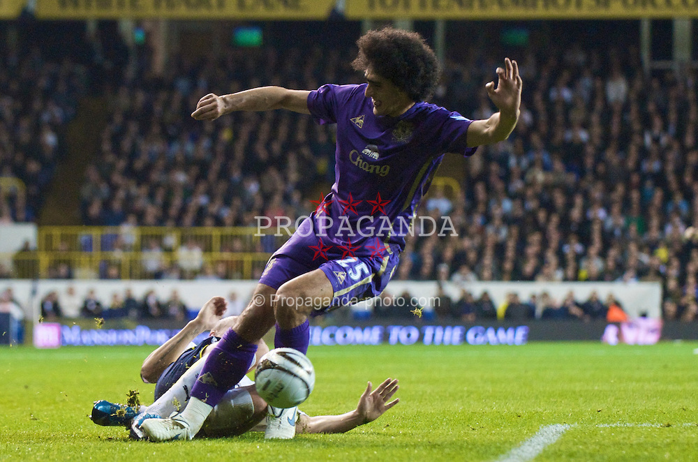 LONDON, ENGLAND - Tuesday, October 27, 2009: Everton's Marouane Fellaini and Tottenham Hotspur's Alan Hutton during the League Cup 4th Round match at White Hart Lane. (Photo by David Rawcliffe/Propaganda)