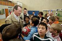"""23 APR 2006, BERLIN/GERMANY:<br /> Franz Muentefering, SPD, Bundesarbeitsminister, besucht das Kiez-Fussballturnier """"Xhain kickt"""", 3. SPD Fussballturnier fuer E-Jugend mit acht Mannschaften aus Friedrichshain-Kreuzberg, Lobeckhalle, Berlin-Kreuzberg<br /> IMAGE: 20060423-01-008<br /> KEYWORDS: Fußball, Jugendliche, Kinder, Amateurfussball, Handshake"""