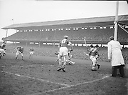 Neg No: 1000/a36109-a3625...17031956IPHCF.17.03.1956...Interprovincial Railway Cup Hurling Championship - Final...Leinster.05-11..Munster.01-07...