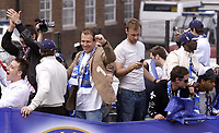 Fotball<br /> England 2004/2005<br /> Foto: SBI/Digitalsport<br /> NORWAY ONLY<br /> <br /> Chelsea Team Bus Parade<br /> 22/05/2005.<br /> Arjen Robben joins in the celebrations as his team show off their trophys in an open top bus parade around Chelsea.