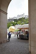 Domplatz Blick Richtung Kapitelplatz / Festung Hohensalzburg, Salzburg