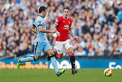 Robin van Persie of Manchester United is challenged by Martin Demichelis of Manchester City - Photo mandatory by-line: Rogan Thomson/JMP - 07966 386802 - 02/11/2014 - SPORT - FOOTBALL - Manchester, England - Etihad Stadium - Manchester City v Manchester United - Barclays Premier League.