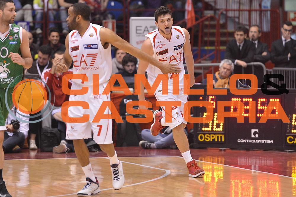 DESCRIZIONE :  Milano Lega A 2012-13 EA7 Emporio Armani Milano Montepaschi Siena<br /> GIOCATORE : Alessandro Gentile<br /> CATEGORIA : esultanza oscar eleni<br /> SQUADRA : EA7 Emporio Armani Milano<br /> EVENTO : Campionato Lega A 2012-2013 <br /> GARA : EA7 Emporio Armani Milano Montepaschi Siena<br /> DATA : 03/03/2013<br /> SPORT : Pallacanestro <br /> AUTORE : Agenzia Ciamillo-Castoria/GiulioCiamillo<br /> Galleria : Lega Basket A 2012-2013  <br /> Fotonotizia : Milano Lega A 2012-13 EA7 Emporio Armani Milano Montepaschi Siena<br /> Predefinita :