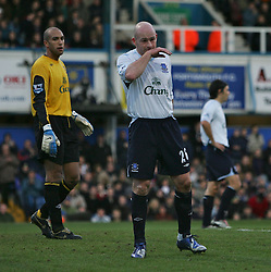 PORTSMOUTH, ENGLAND - SATURDAY, DECEMBER 9th, 2006: Lee Carsley and Tim Howard of Everton have a bad day against Portsmouth during the Premiership match at Fratton Park. (Pic by Chris Ratcliffe/Propaganda)