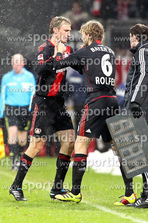 05.12.2010,  BayArena, Leverkusen, GER, 1. FBL, Bayer Leverkusen vs 1. FC Koeln, 15. Spieltag, im Bild: Sami Hyypiae (Leverkusen #4) (li.) scheidet verletzt aus. Simon Rolfes (Leverkusen #6) (re.) kommt fuer den Finnen  EXPA Pictures © 2010, PhotoCredit: EXPA/ nph/  Mueller       ****** out ouf GER ******