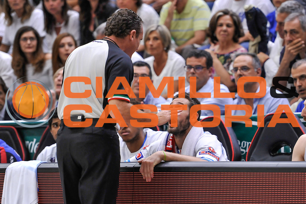DESCRIZIONE : Campionato 2014/15 Serie A Beko Dinamo Banco di Sardegna Sassari - Grissin Bon Reggio Emilia Finale Playoff Gara3<br /> GIOCATORE : Matteo Formenti Dino Seghetti<br /> CATEGORIA : Fair Play<br /> SQUADRA : Dinamo Banco di Sardegna Sassari<br /> EVENTO : LegaBasket Serie A Beko 2014/2015<br /> GARA : Dinamo Banco di Sardegna Sassari - Grissin Bon Reggio Emilia Finale Playoff Gara3<br /> DATA : 18/06/2015<br /> SPORT : Pallacanestro <br /> AUTORE : Agenzia Ciamillo-Castoria/L.Canu