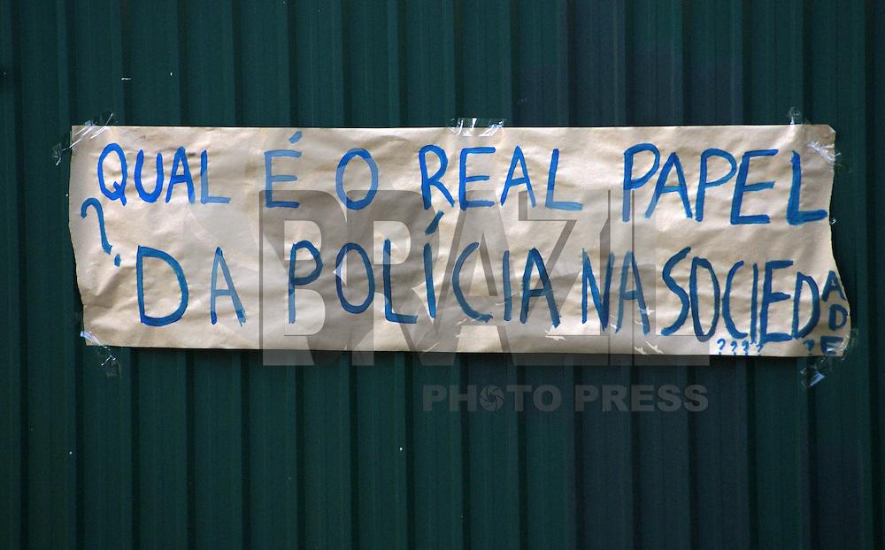 SAO PAULO, SP, 05 DE NOVEMBRO 2011 – REINTEGRACAO DE POSSE USP - Movimentação na manhã deste sábado no prédio da reitoria da USP, onde a justiça determinou que seja esvaziada até as 17h de hoje. Na região oeste da capital paulista.FOTO: DEBBY OLIVEIRA - NEWS FREE