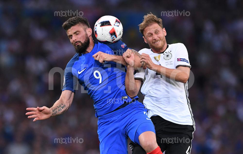 FUSSBALL EURO 2016 HALBFINALE IN MARSEILLE  Deutschland - Frankreich                 07.07.2016 Olivier Giroud (lki, Frankreich) gegen Benedikt Hoewedes (re, Deutschland)