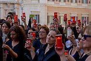 """Roma 4 Maggio 2015<br /> Docenti delle scuole statali  hanno acceso  i lumini  in segno di lutto davanti Montecitorio contro la riforma della scuola del governo Renzi soprannominata 'La Buona Scuola"""", gli insegnanti accusano il governo di agevolare la privatizzazione dell'istruzione.<br /> Rome May 4, 2015<br /> State school teachers have lit the candles in mourning in front of Montecitorio against Renzi's school reform dubbed 'The Good School' teachers accuse of facilitating the privatisation of education."""