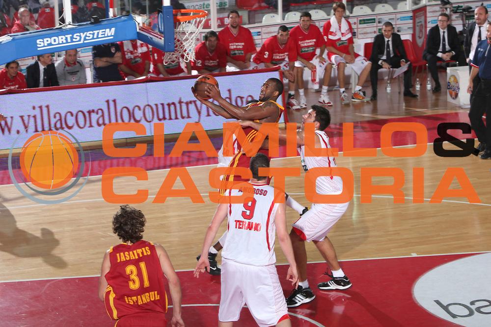 DESCRIZIONE : Teramo Eurocup 2009-10 Regular Season Bancatercas Teramo Galatasaray Cafe Crown <br /> GIOCATORE : Darius Washington<br /> SQUADRA : Galatasaray Cafe Crown <br /> EVENTO : Eurocup 2009 - 2010<br /> GARA : Bancatercas Teramo Galatasaray Cafe Crown <br /> DATA : 01/12/2009<br /> CATEGORIA : tiro penetrazione<br /> SPORT : Pallacanestro<br /> AUTORE : Agenzia Ciamillo-Castoria/C.De Massis<br /> Galleria : Eurocup 2009<br /> Fotonotizia : Teramo Eurocup 2009-10 Regular Season Bancatercas Teramo Galatasaray Cafe Crown <br /> Predefinita :